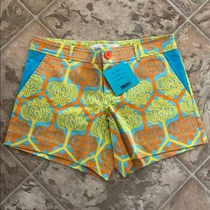 NWT Tracey Negoshian Shorts - Size 6